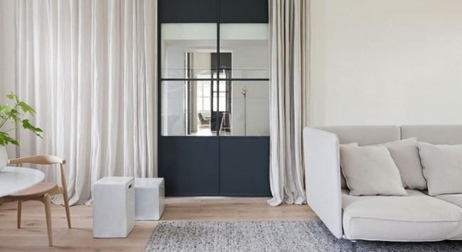 Гармоничное завершение декора помещения дверным занавесом