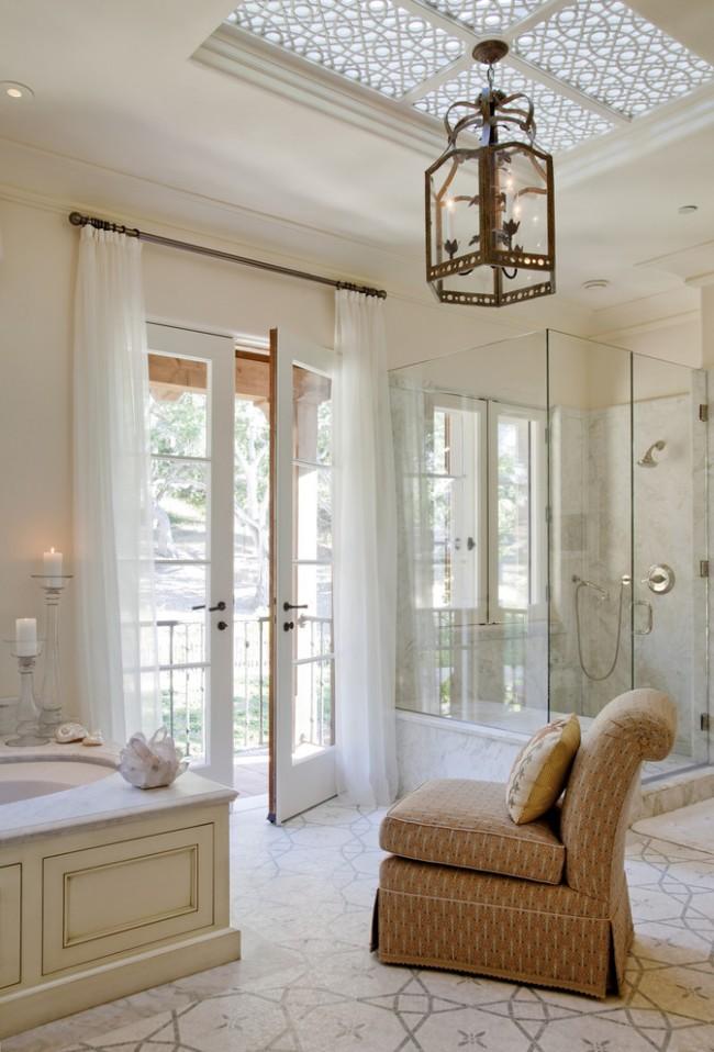 Воздушная штора из шифона в ванной комнате