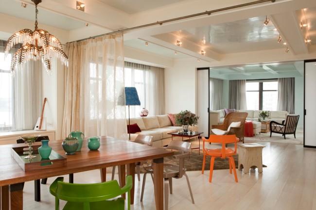Зонирование квартиры-студии при помощи прозрачных штор