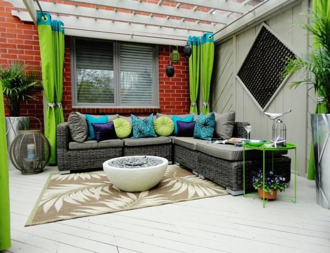 Ярко-зеленые шторы с добавлением более плотной ткани бирюзового цвета