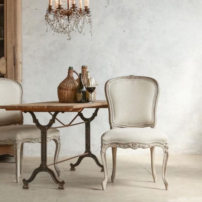 Прованс любит все проявления старины – потертая меблировка, специально состаренные поверхности материалов и антикварные предметы декора