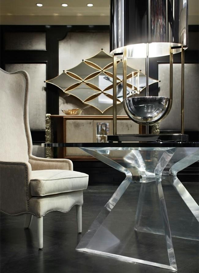 Очарование стиля фьюжн в дизайне интерьера комнаты, где центр внимания - зеркала изысканной формы в тонком золотом обрамлении
