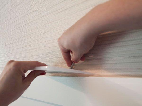 Оклеивание стены натуральными обоями на бумажной подложке