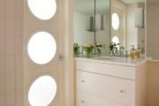 Фото 1 Белые двери в интерьере: 30+ лучших дизайнерских идей и решений