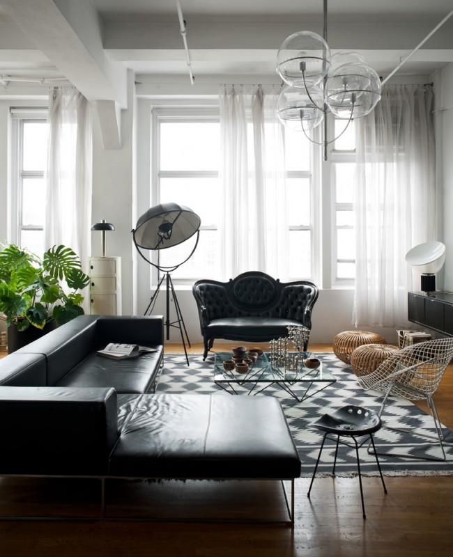 Стильная белая гостиная с черной мебелью