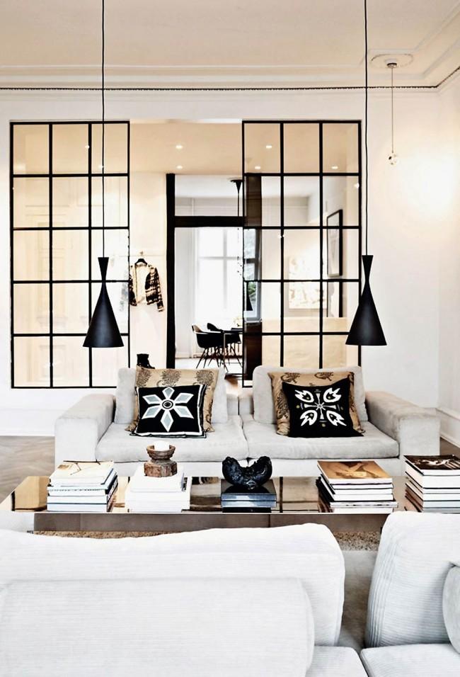 Белая гостиная с элементами богемного стиля