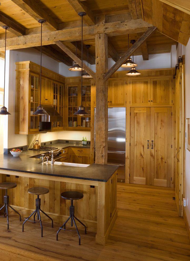 Дизайн балкона в деревянном доме