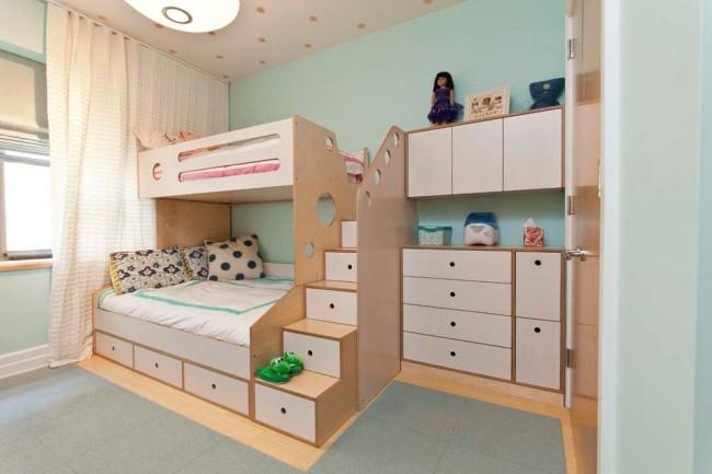 Очень удобный детский комплекс, объединяющий в себе место для сна двоих детей и шкафы для одежды