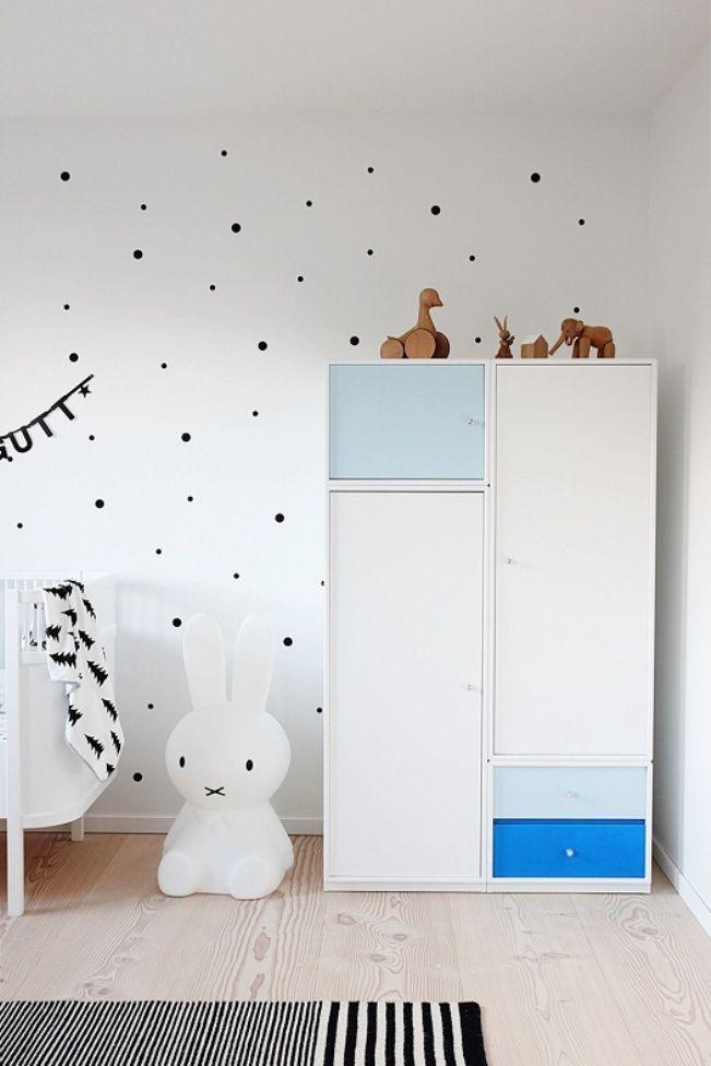 Минималистичный детский шкаф для одежды