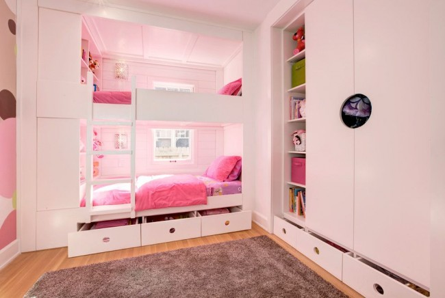 Детская для двух девочек с большими и вместительными шкафами