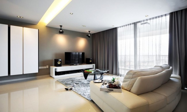 Однотонные темно-серые шторы в гостиной стиля хай-тек
