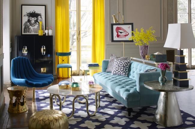 Контрастное сочетание желтых штор и интерьера в пастельных тонах