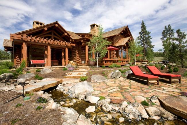 Один из лучших вариантов современного экологически чистого жилья - дома из оцилиндрованного бревна