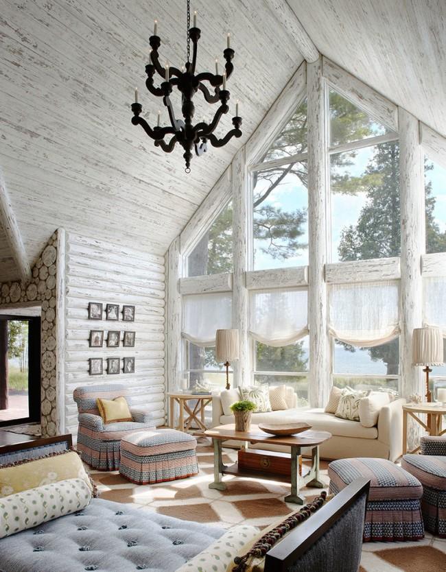 Красивый и очень стильный интерьер гостиной деревянного дома