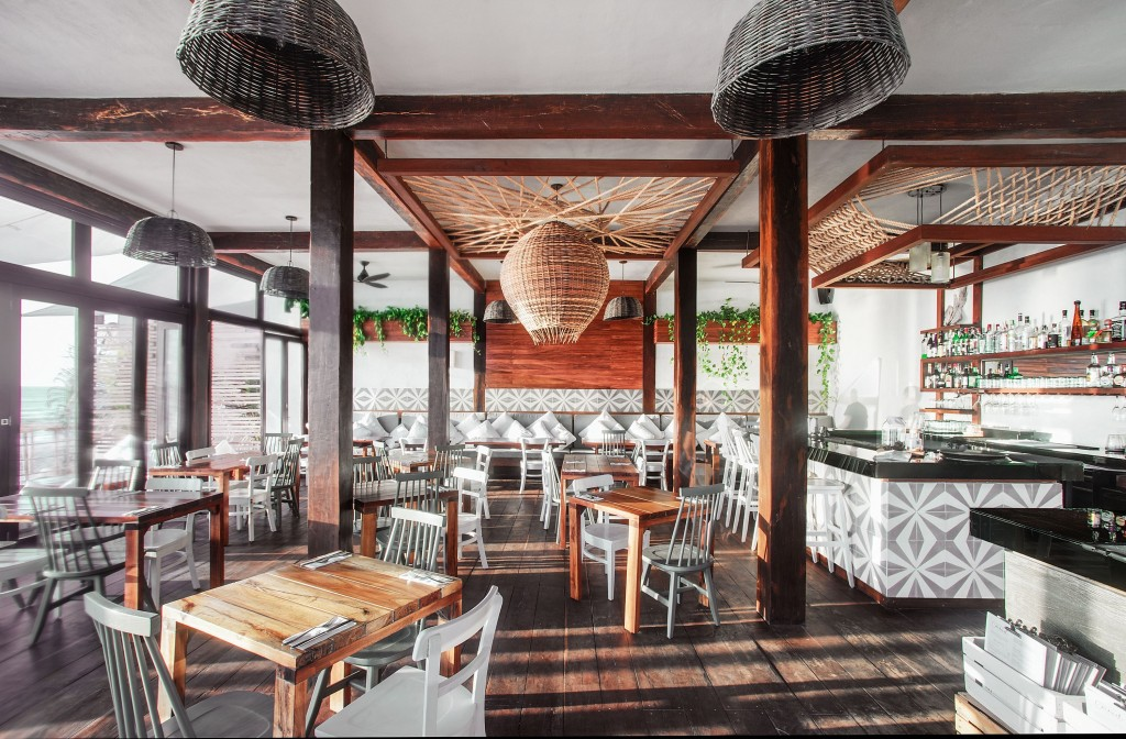 Теплый интерьер ресторана спа-отеля Sanara