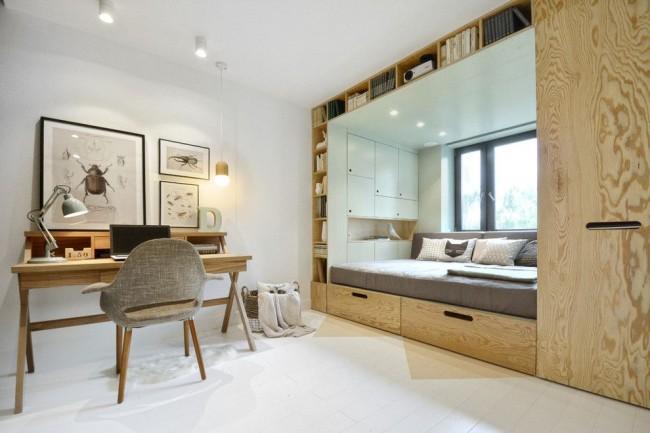 Функциональный встроенный гарнитур с книжными полками, шкафом и спальным местом, подходящим и для дневного отдыха