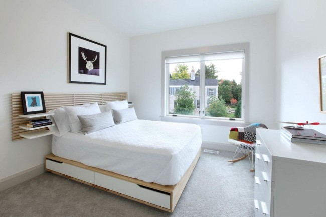 Современная спальня с функциональным подиумом