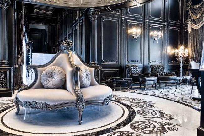Черно-белое сочетание с перламутром добавляют еще большей роскоши классическому интерьеру