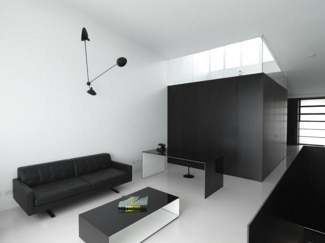 Контраст черного и белого в минималистичном интерьере