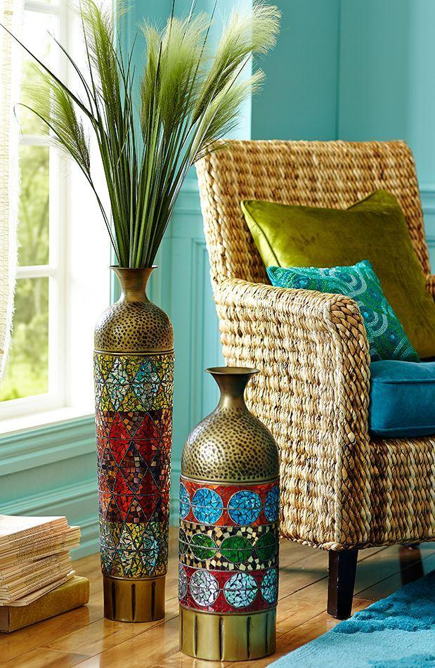 Такое разноцветное шикарное мозаичное украшение для интерьера можно сделать и из обычной невзрачной вазы