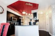 Фото 11 Натяжной потолок на кухне: можно ли делать и 70+ дизайнерских фотоидей  для глянцевого и матового финиша