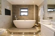 Фото 3 Кафель для ванной комнаты: мозаика, пэчворк и 50+ самых свежих дизайнерских трендов