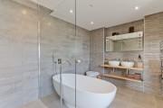 Фото 15 Кафель для ванной комнаты: мозаика, пэчворк и 50+ самых свежих дизайнерских трендов