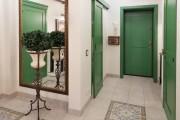 Фото 1 Интерьер прихожей в частном доме: 30+ практичных идей и нюансов отделки
