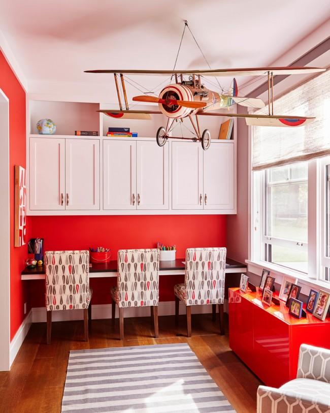 Если ребенок очень эмоциональный, то не рекомендуется оформлять красным цветом интерьер детской комнаты