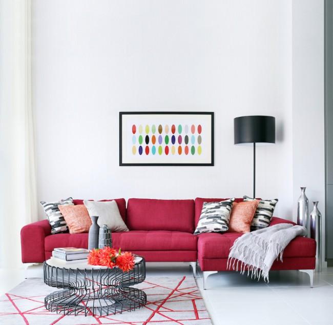 Приглушенный красный цвет отлично подойдет для дизайна гостиной