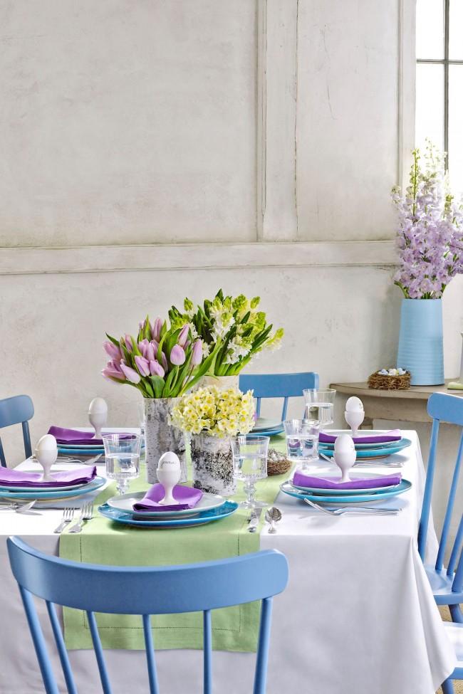 Оформление пасхального стола в нежных оттенках небесно-голубого и сиреневого