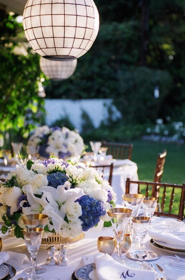 Стеклянные бокалы с золотой каемкой подойдут для свадебного торжества