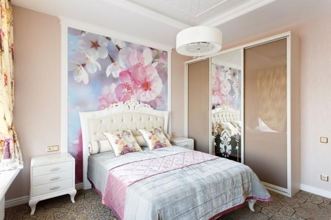 Интерьерные наклейки на дверях помогут объединить шкаф с общим интерьером спальни
