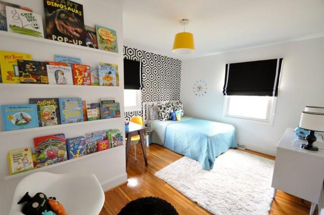 Практичный ламинат в сочетании с мягким ковром - это подходящий вариант для спальни школьника младших классов
