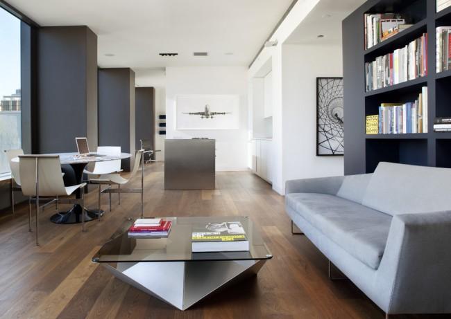 Столик с легким геометричным основанием из алюминия в студии с авиационной стилистикой в декоре