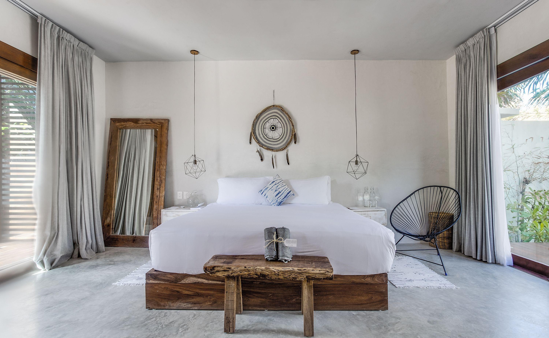 Один из вариантов интерьерной отделки номеров. Мебель выполнена из экологически чисто древесины
