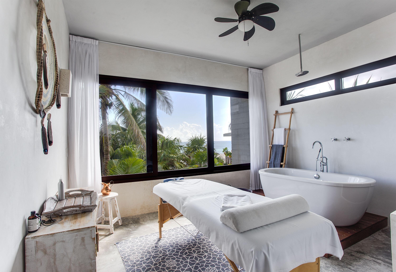 Массажная комната выдержана в общей стилистике отеля