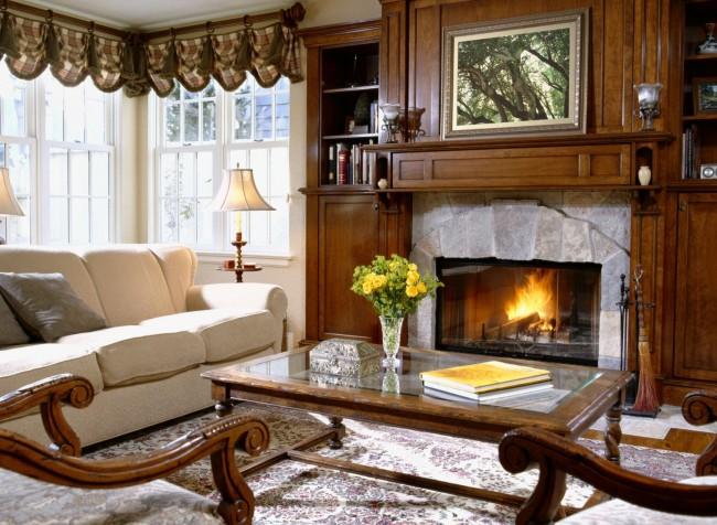 Гостиная комната, выполнена в стиле кантри, сочетает в себе простоту, уют, практичность. Такую гостиную не желательно наполнять современной техникой, а лучше дополнить камином или аркой