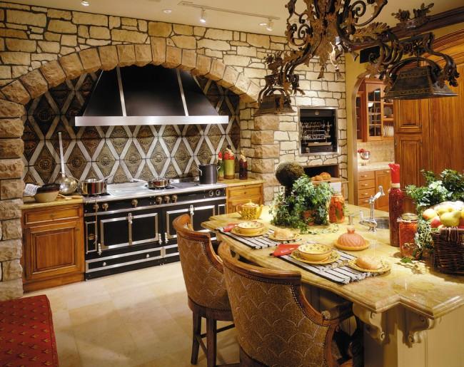 Если вы любите фантазировать и не боитесь экспериментировать, то на кухне в стиле кантри можно использовать арку, ведь она всегда позволяет расширить пространство