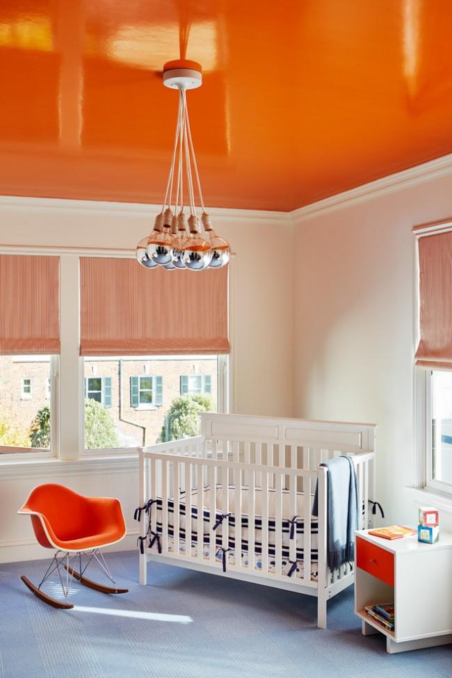 Яркий натяжной потолок в детской комнате