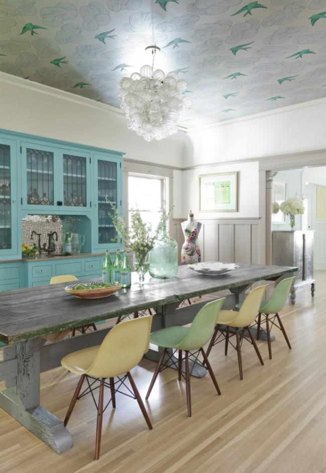 Флизелиновые обои в просторной провансовой кухне
