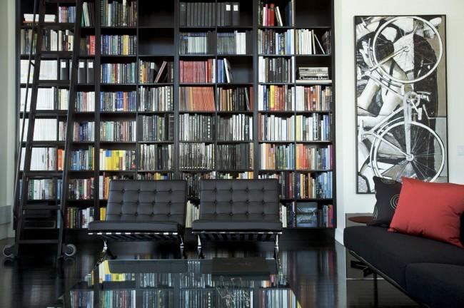Городской шик: квартира для молодых людей с преобладанием черно-белой гаммы