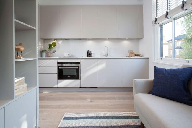 Мебель из натуральных материалов придает легкости и воздушности интерьеру кухни-студии