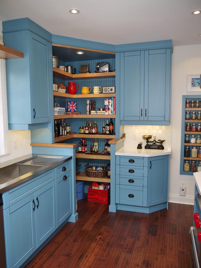 Как правильно обустроить угловой кухонный шкаф.