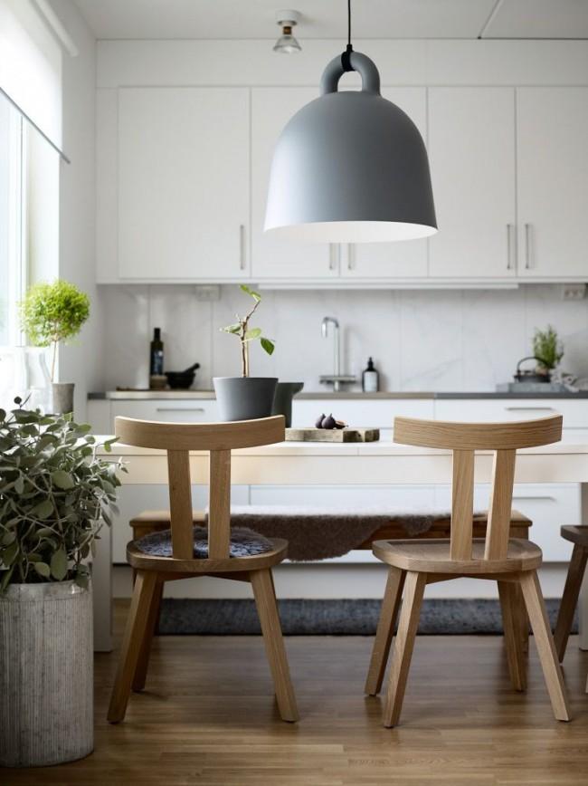 Скандинавский стиль – особенный из-за своей естественности и простоты. Обилие в таком интерьере древесины и декоративных живых растений — основные его особенности