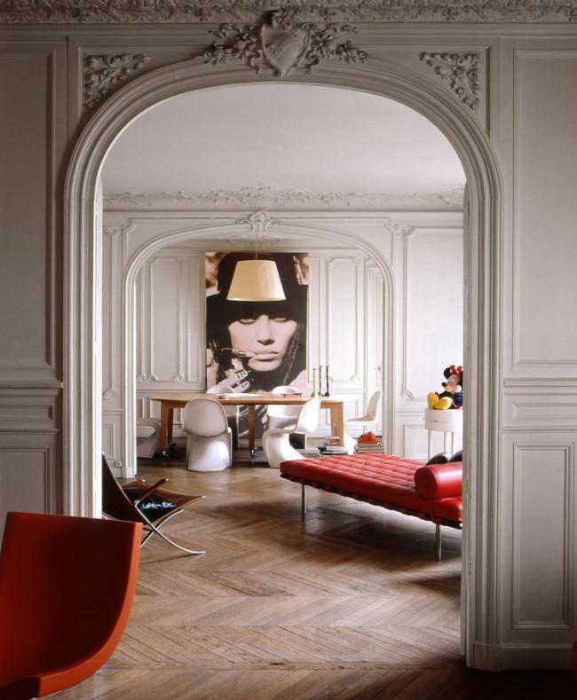 Эклектика стиль в интерьере может «смешивает» антикварную мебель или отреставрированную старинную отделку, предметы 50-х годов и вполне современные предметы