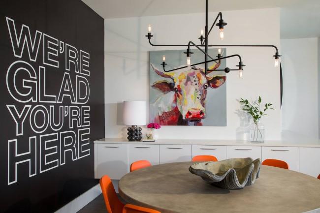 Современная живопись выглядит свежо в практически любой обстановке современной городской квартиры