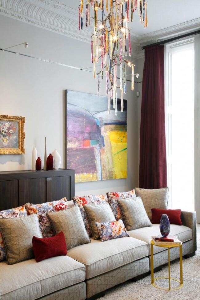 В этом случае картины в интерьере и мебель смотрятся гармонично. Секрет в многоплановости