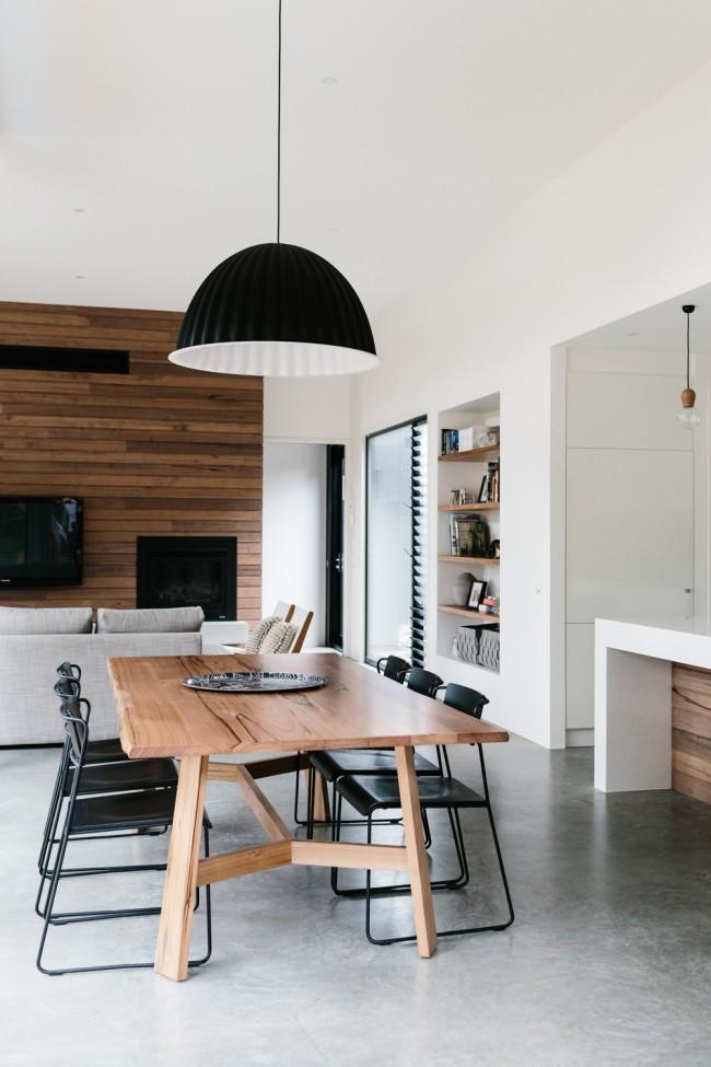 Деревянная отделка при обустройстве гостиной, кухни и столовой