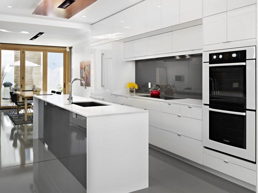 Серо белые кухни в современном стиле